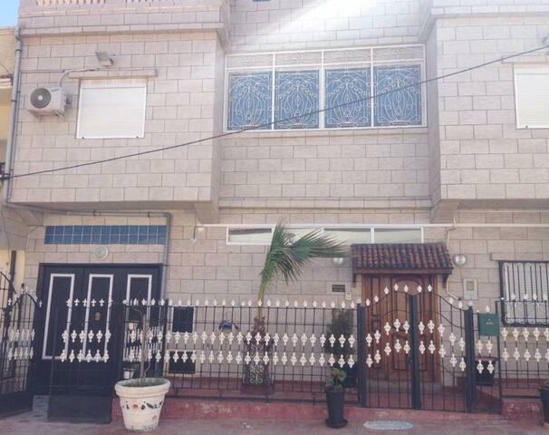 Ain El Turk的民宿