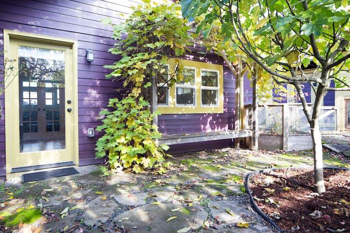 Modern Garden Studio Self Check & Private Entrance