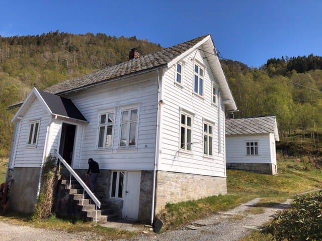 Eikeland的民宿