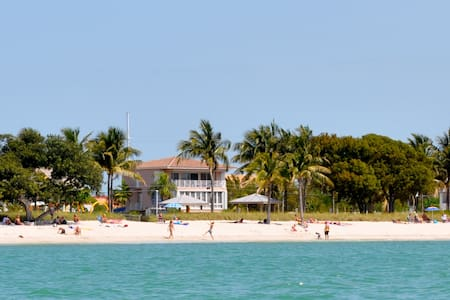 Beachfront Villa - Florida Keys