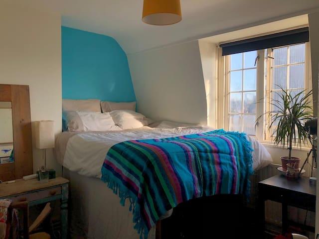 Lovely Top Floor Double Room in Bethnal Green