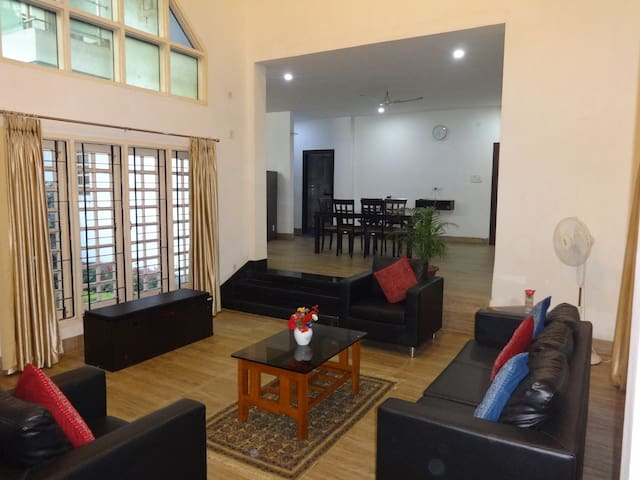 Large well equipped room at top rated homestay
