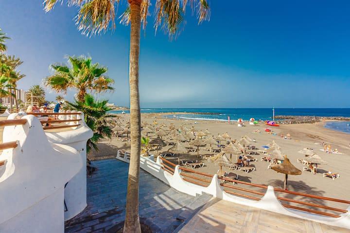 Aircon Las Americas 2min off a Beach 1 bedrm WIFI
