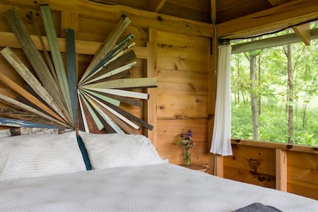 Relaxing Bedroom in the Trees!
