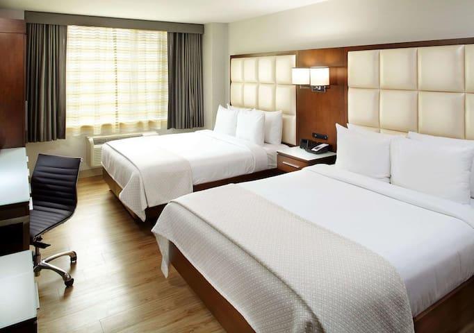 Hotel Room Queen/Queen Beds Chelsea