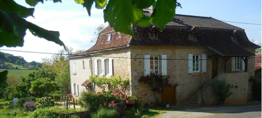Saint-Céré的民宿