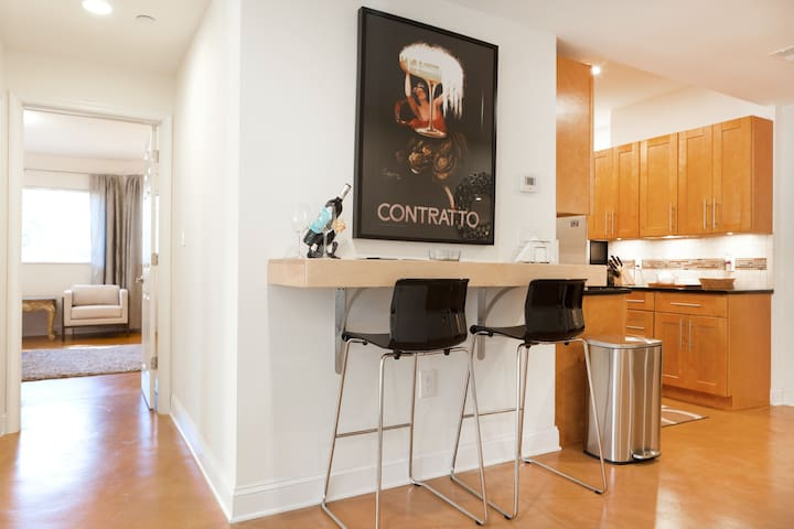 Sustainable Spacious Stylish Greentree Apartment