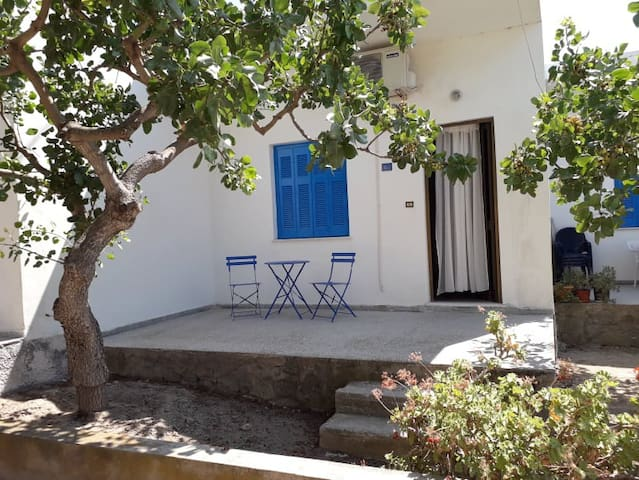 Just 3 minutes walk from the beach!
