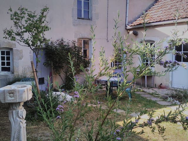 Bay-sur-Aube的民宿