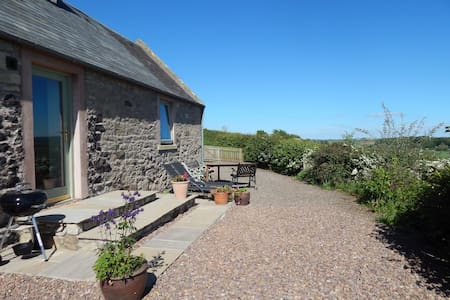 Cockle Kitty Cottage- woodburner, tranquil, views!