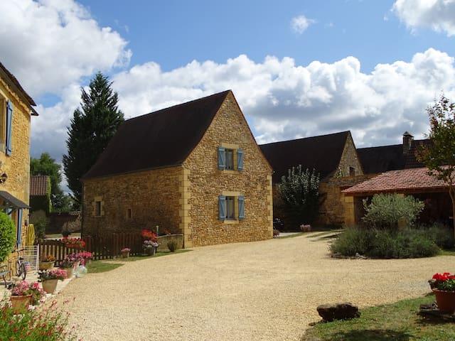 Sainte-Nathalène的民宿