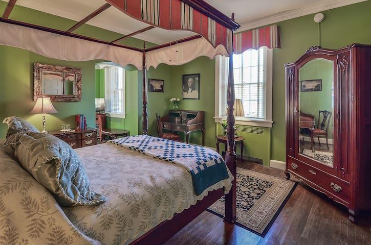 Two Room Suite with Gourmet Breakfast - Cedars B&B