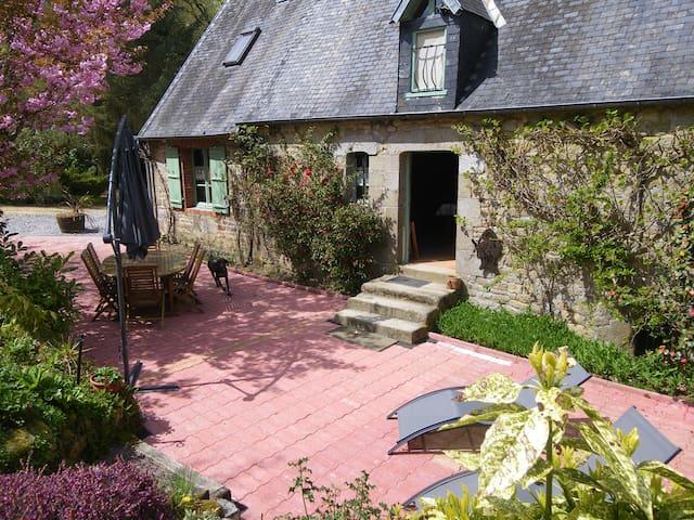 Saint-Sever-Calvados的民宿