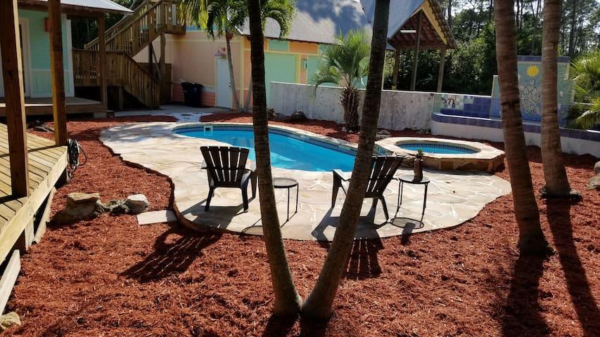 Key West in Bonita Springs! 10 Min to the Beach!