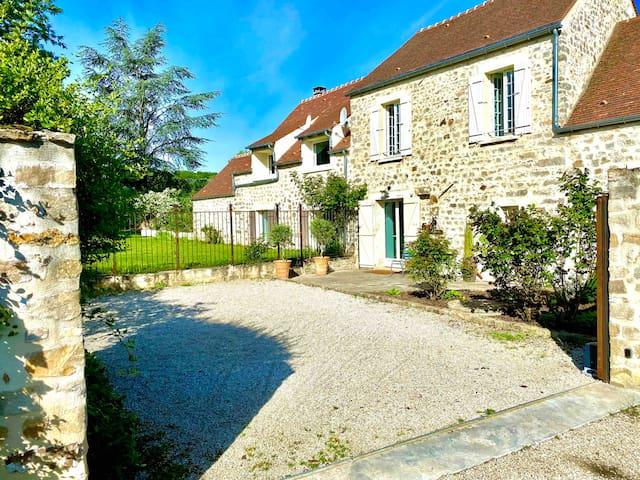 Saint-Sulpice-de-Favières的民宿