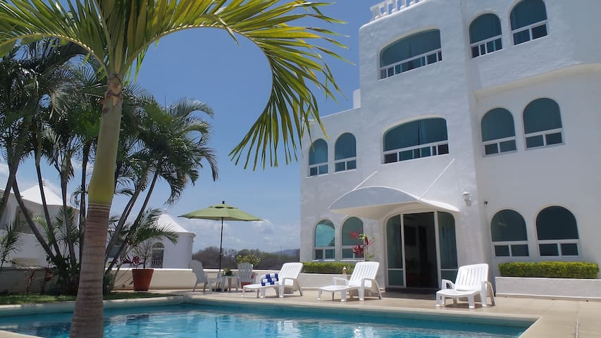 Manzanillo-Private Pool - Ocean Views - Sleeps 12