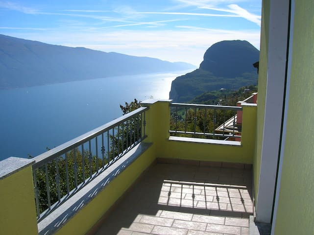 appartamento bilocale vista lago