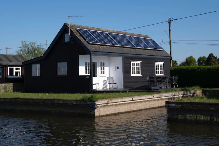 The Water Cabin by the Nor–Folk (Norfolk Broads)