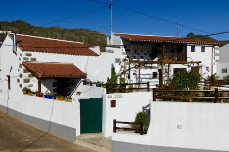 Beautiful cottage with mountain views, Teror