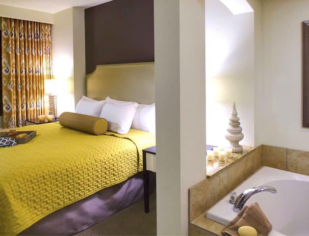 Affordable Luxury Suite Resort 1B/4p in Las Vegas