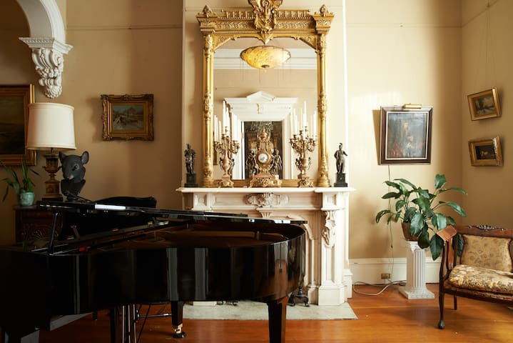 Beautiful Little Room in Victorian