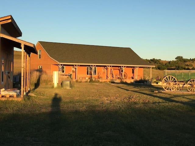 Custer Canyon Ranch & Horse Motel