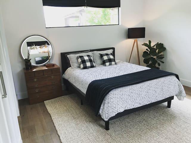Luxury Private Master Bedroom & Bathroom