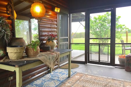 Lovely Cabin on the Hill: A Beautiful & Safe Place
