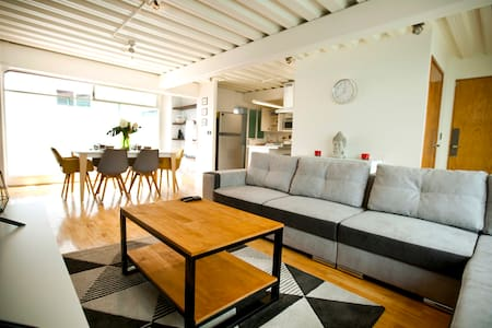 Bright, warm and spacious Condesa 3 room apartment
