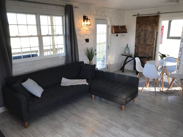 Renovated cottage: 2 minutes from the beach!