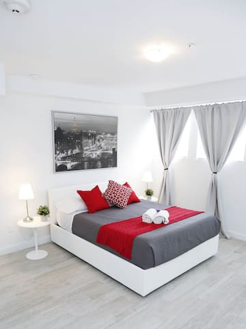 Amazing Brand New One Bedroom Fully Renovated - Sleeps (4) | No Cleaning Fee M