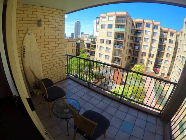 Clean Private Bedroom: Great Location close to CBD