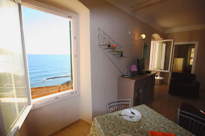 Lovely 2 bedrooms sea view flat | Ap74