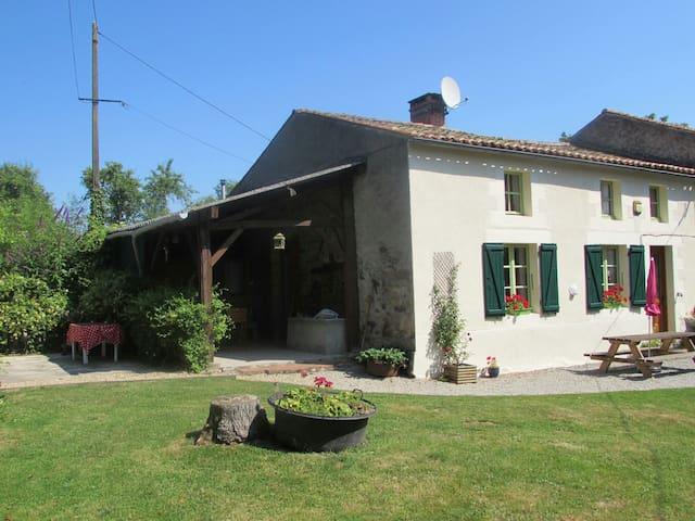 Saint-Sornin-la-Marche的民宿
