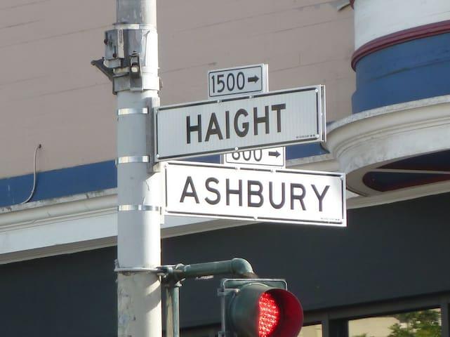Haight Ashbury Experience Room 4