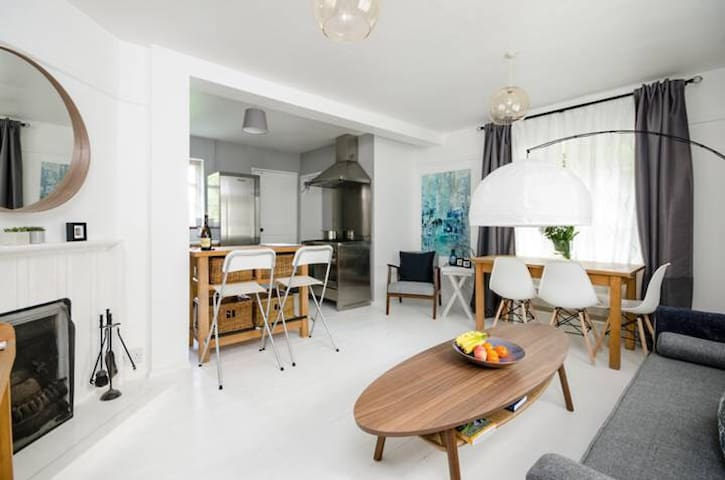 Close to Guildford Town Centre and Train Station.