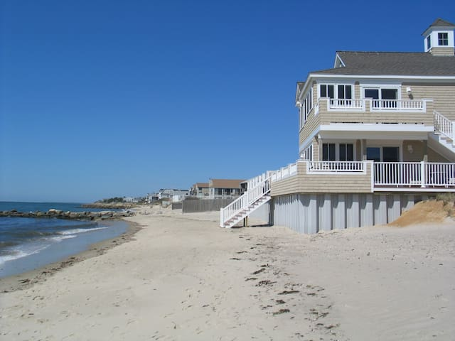 Beachfront 1 BR Suite, sleeps 4, Dennis Port