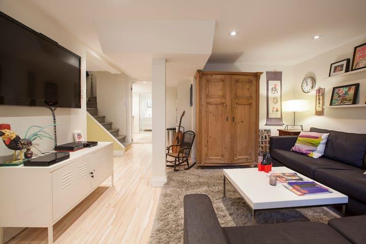 Modern Apartment in Popular Roncesvalles Village