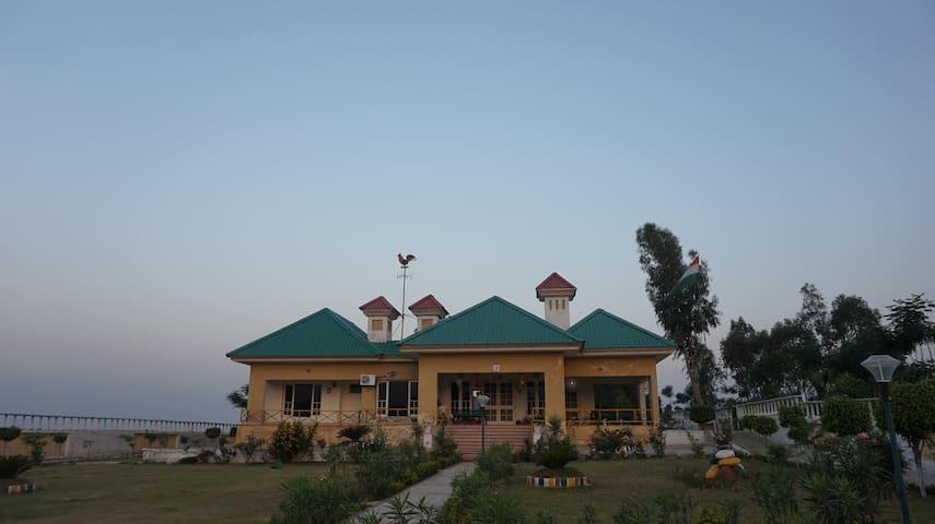 Pathankot的民宿