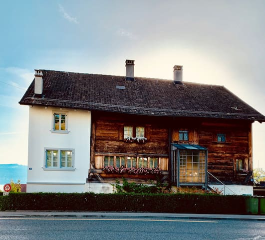 Oberrieden的民宿