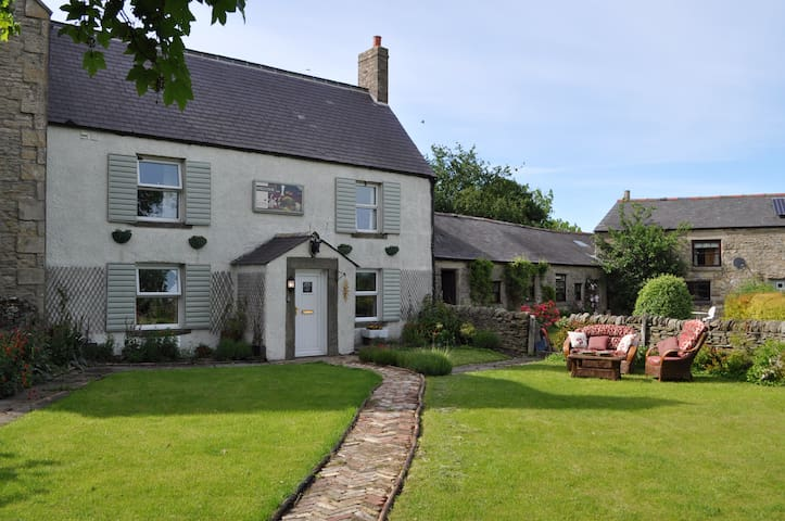Cosy cottage amidst the Durham countryside