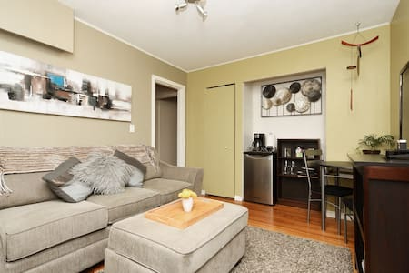 Cozy and Private One Bedroom  in James Bay.