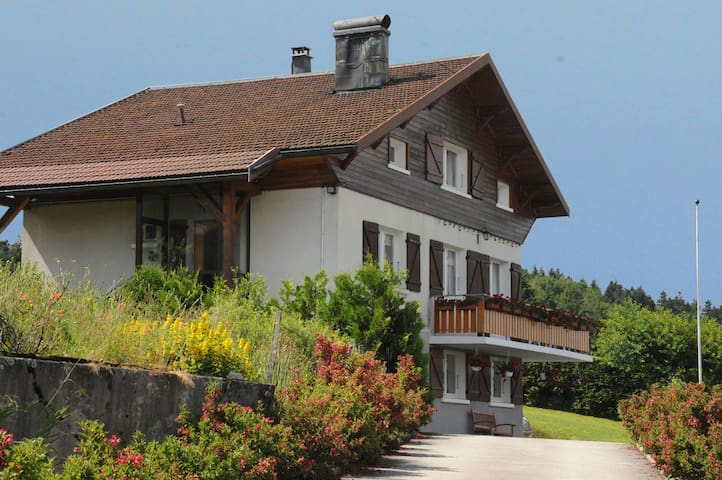 Montperreux的民宿