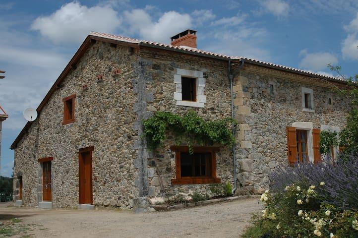 Bussière-Badil的民宿