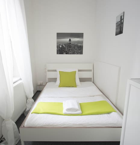 """Cosy & bright: Room """"New York"""", 10 min. to town"""