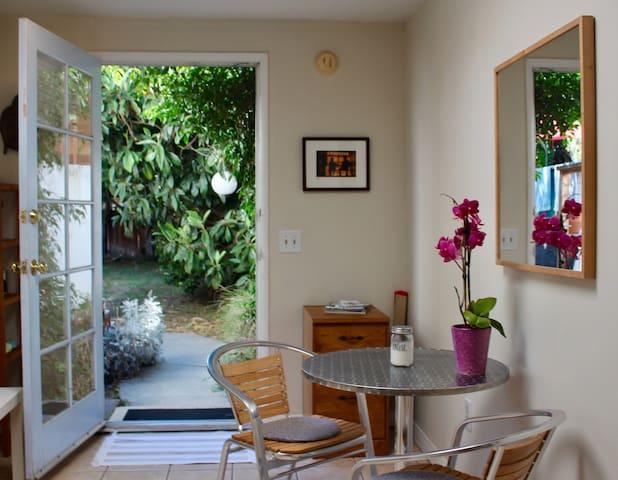 Beautiful guesthouse in Santa Monica