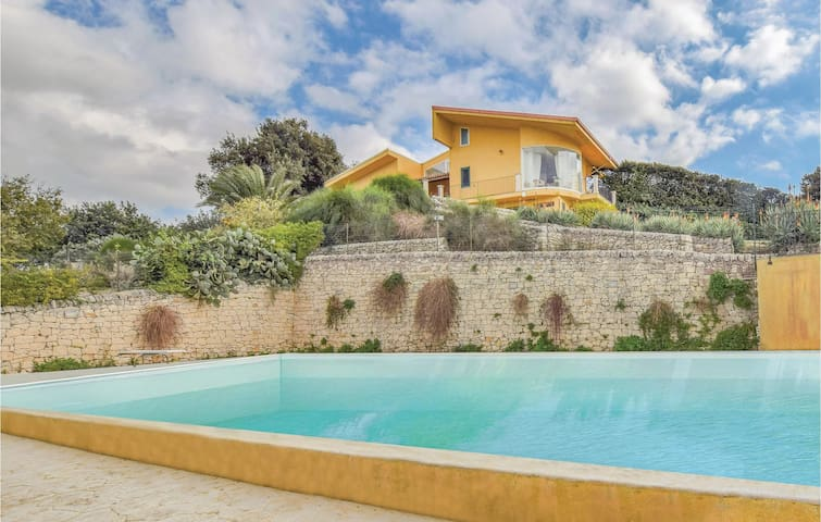 Holiday cottage with 6 bedrooms on 220m² in Modica
