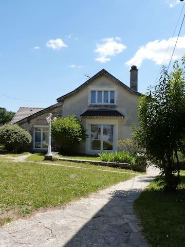Sébazac-Concourès的民宿