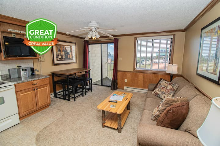 Clean & Cozy Slope View Wi-Fi Close to Village Lift and Trails! ML228