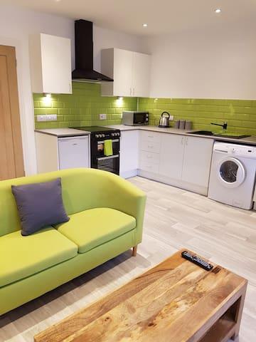 Leckhampton Road Apartment 2 - One bedroom|Parking